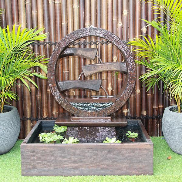 Wagon Wheel Fountain – Medium