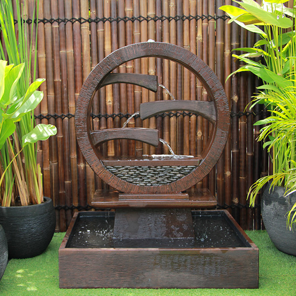 Wagon Wheel Fountain – Large Rust